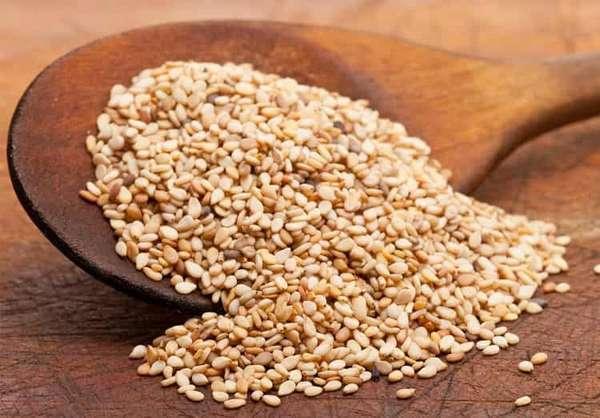 Одним из популярных народных средств для профилактики симфизита является смесь меда с кунжутом.
