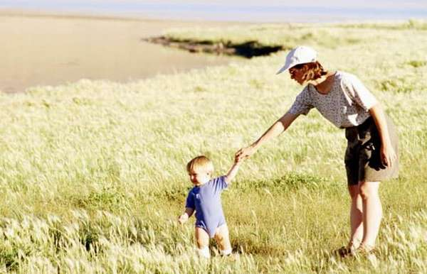 Для профилактики недуга важно обеспечить ребенку нормальную двигательную активность, водные процедуры, ежедневные прогулки на свежем воздухе.