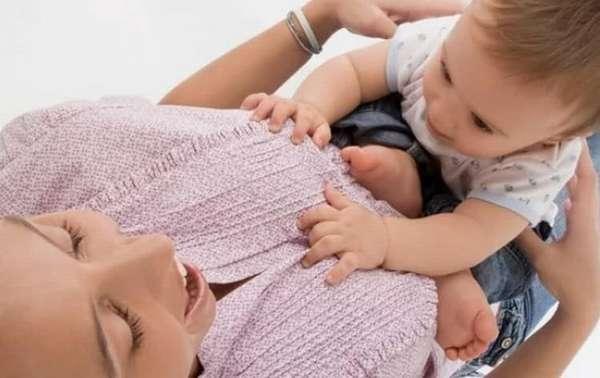 Меню ребенка в 9 месяцев на грудном и на искусственном вскармливании практически не отличается.