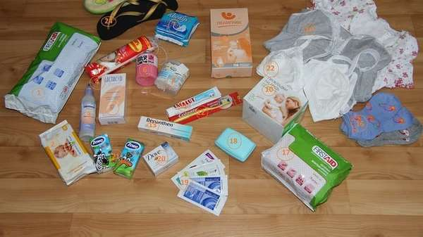 женщине еще в роддом нужно взять вещи не только для малыша, но и для себя.