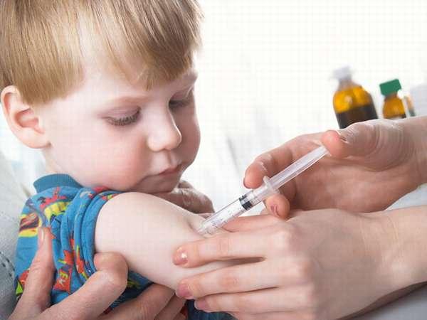 Снижение риска осложнений осуществляется введением антикоревого иммуноглобулина.