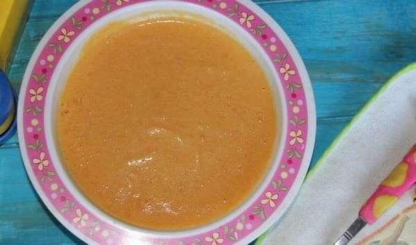 Можно для малыша приготовить яркий, вкусный и полезный тыквенный суп-пюре.