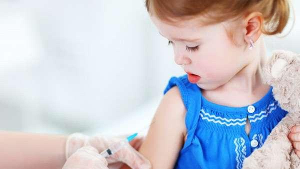 В нашем материале вы подробно узнаете для чего нужны прививки детям