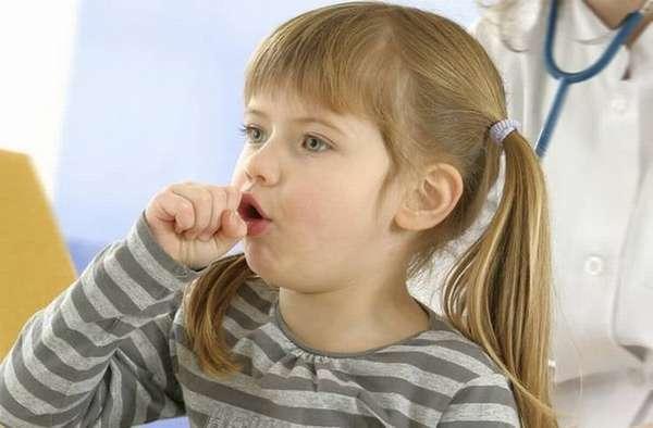 Если у ребенка затяжной приступообразный кашель, обязательно нужно показать его врачу.