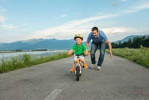 как научить ребенка кататься на велосипеде трехколесном