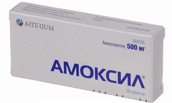 При сильном кашле у детей врачи могут назначить такие популярные антибиотики как Амоксицилин.