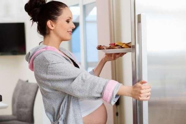 Шевеления на 24 неделе беременности становятся еще более активными.