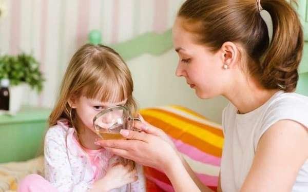 Лечить кашель народными средствами у детей оправдано далеко не всегда.