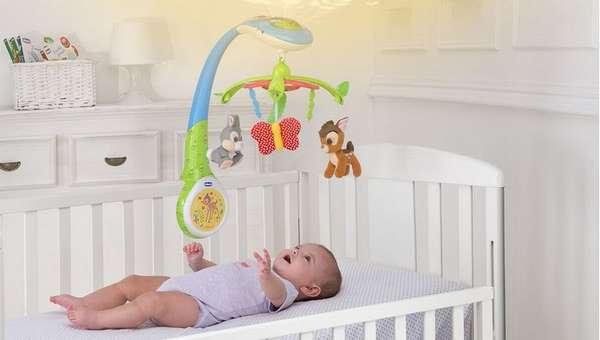 Можно приобрести также мобиль для малыша.