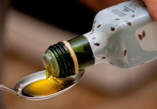 наливать ложку льняного масла