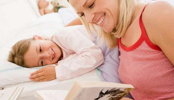 Деткам очень нравится, когда перед сном им начинают читать книгу.