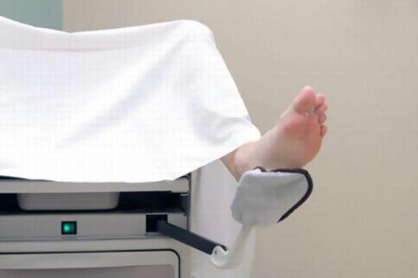 Пациентка на гинекологическом кресле
