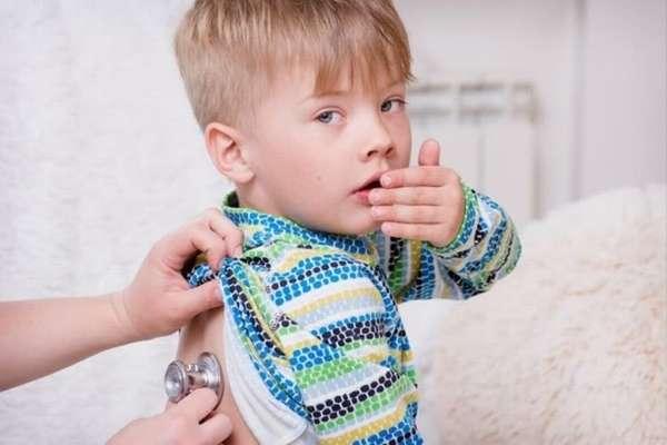 При лечении бронхита у детей очень важно соблюдать все клинические рекомендации, поскольку заболевание опасно, особенно когда речь идет и маленьких детях.