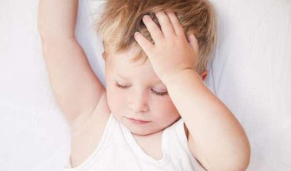 Низкий гемоглобин у ребенка в 1 год нередко определяют при плановом осмотре у врача.