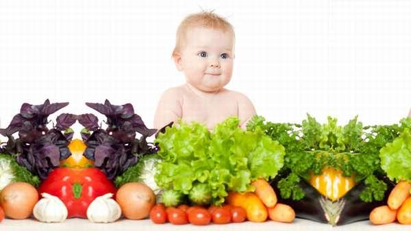 Народная медицина предлагает применять отвар шиповника, соки, компоты из изюма и абрикоса, эхинацею