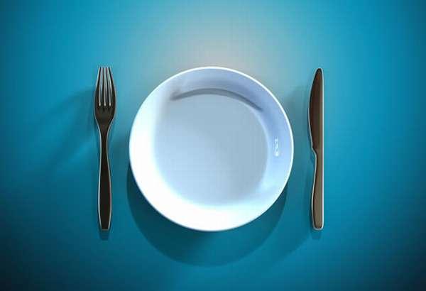 Пустая тарелка и приборы
