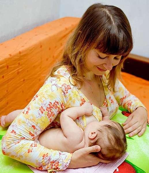 Удобные позы для кормления новорожденных лежа,