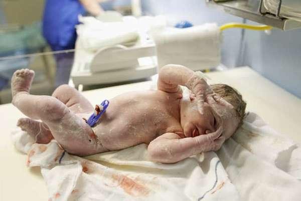 Все о том когда новорожденный начинает видеть