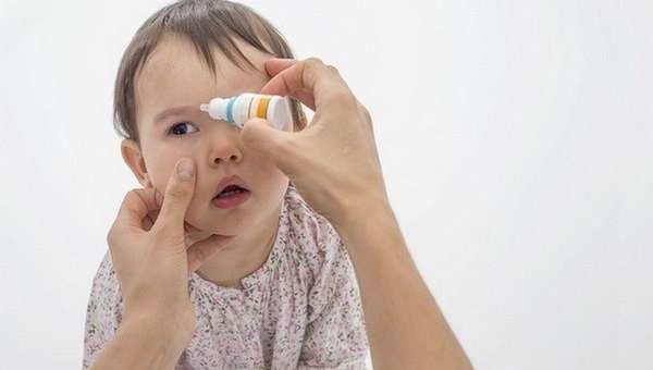 Капли для глаз малышу должен назначать исключительно врач.