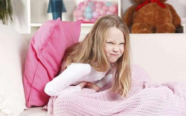 Среди побочных эффектов от препарата отмечаются боли в животе, тошнота, диарея.