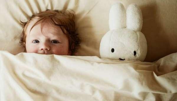 Для малыша нужно создать определенные ритуалы, которые будут как бы намекать ему на то, что уже пора в постель.