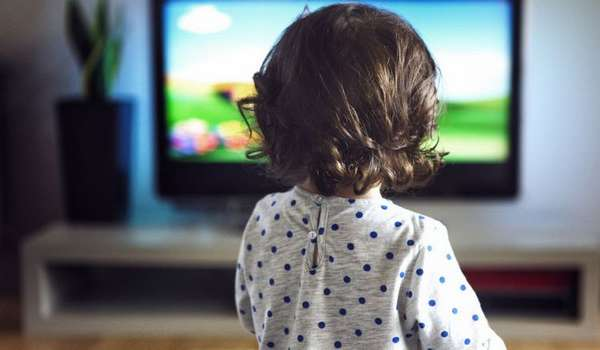 А вот от телевизора перед сном для малыша нужно отказаться.