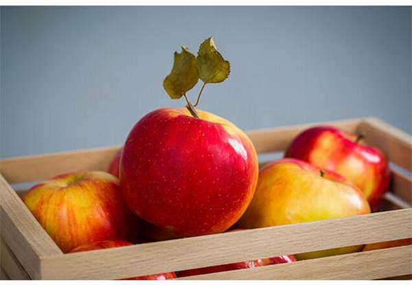 Яркие яблоки