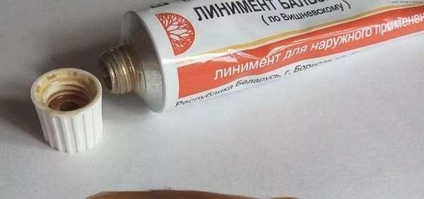 Часто для лечения лишая применяют мазь Вишневского.