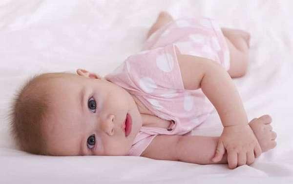 как научить ребенка переворачиваться со спины