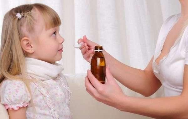 Очень важно правильно подобрать лекарство от влажного кашля у детей.