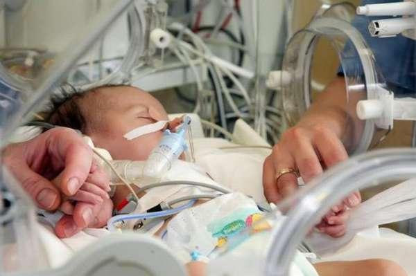 Если вовремя не заметить симптоматику и не провести лечение, жизни малыша угрожает страшная опасность.