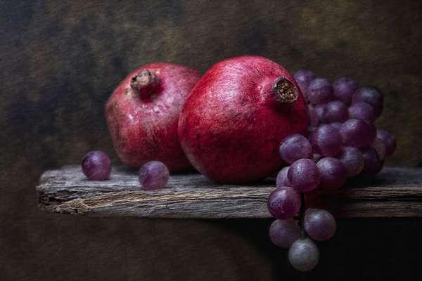 Виноград и гранат повышают иммунитет поздней осенью и зимой