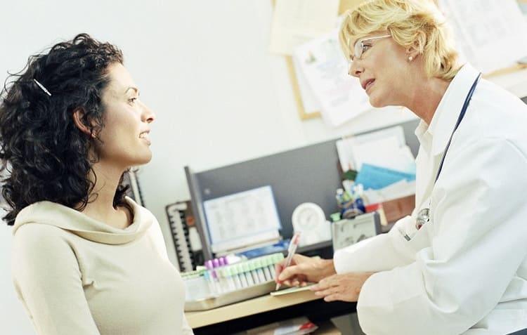 Врач назначит не только анализы для беременных, но и обзод других, узких специалистов.