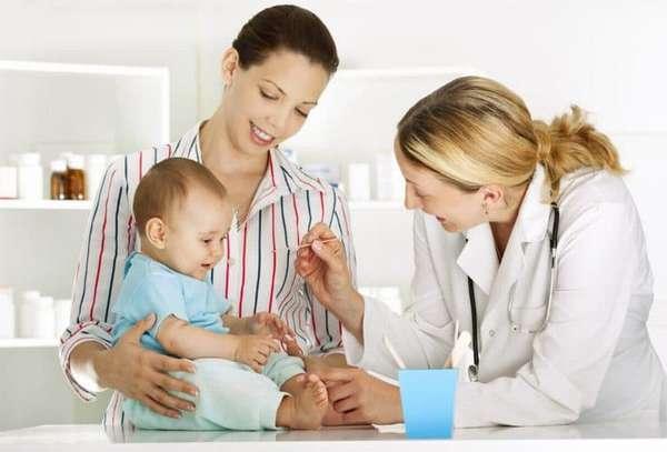 если вас настораживают какие-то реакции малыша после прививки, обязательно обратитесь к педиатру.