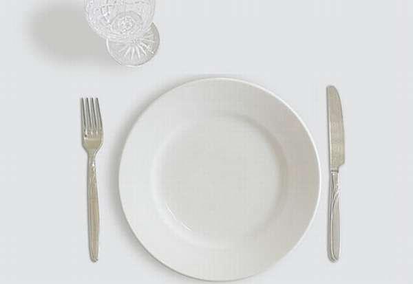 Пустая тарелка и стопка