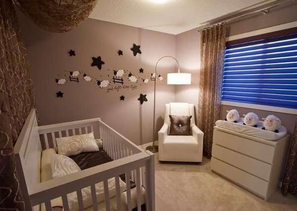 Учитывая нюансы развития зрения, важно подбирать для оформления детской комнаты не слишком яркие цвета.