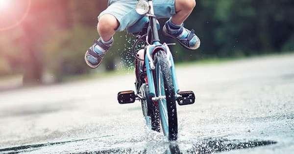 как научить кататься на двухколесном велосипеде