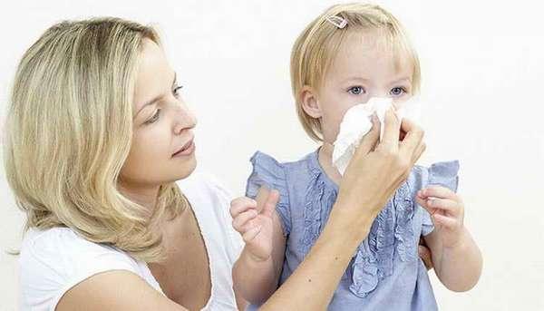 как научить ребенка сморкаться в 2 года