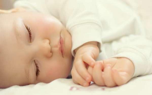 Узнайте почему ребенок в 4 месяца плохо спит и что следует предпринять в этом случае