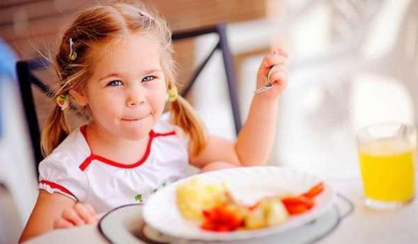 Детская зарядка для детей обязательно должна быть дополнена потом питательным завтраком.