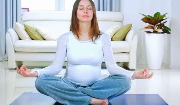 определенные асаны в йоге позволятбеременной отдохнуть.