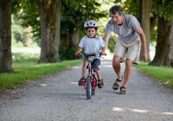 Как легко научить ребенка кататься на велосипеде