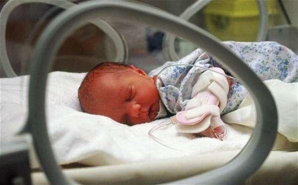 Уход за недоношенным ребенком должен быть очень тщательным и к тому же осторожным.