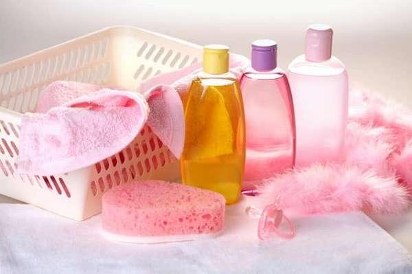 Для купания подготовьте специальный градусник, средства по уходу за кожей младенца, полотенце.