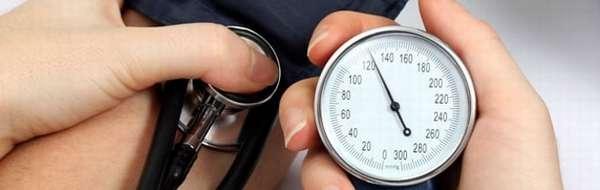 Замер артериального давления у больной