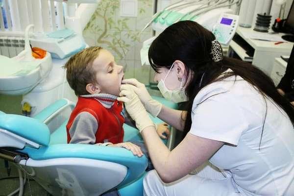 Проводить такую процедуру должен только хороший стоматолог.