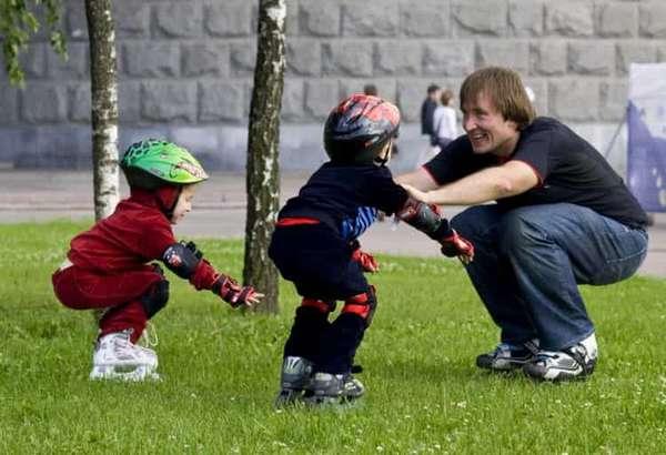 Как легко научить ребенка кататься на роликах