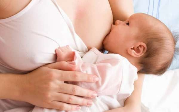 Можно ли кормить ребенка при лактостазе