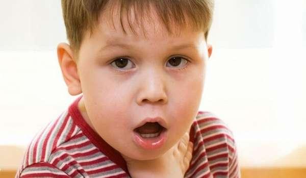 Очень опасным осложнением заболевания может стать отек гортани.