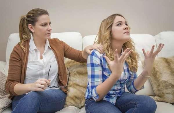Подростковому возрасту присуща также излишняя эмоциональность и жестикуляция.